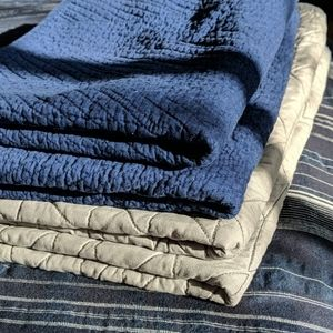Set of standard quilted shams